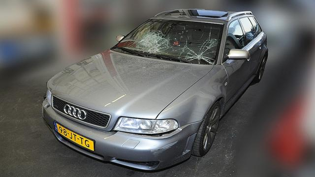 De Audi die gebruikt werd bij de schietpartij in de Staatsliedenbuurt